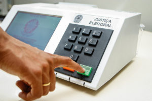 Urna eletrônica: especialistas garantem nível de confiabilidade no processo eleitoral brasileiro