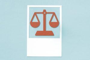 Análise dos limites às restrições de direitos impostas pelo Poder Público em razão do enfrentamento da covid-19