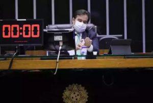 Maia recua após aproximação de Bolsonaro com Centrão